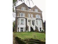 MODERN GROUND FLOOR 3 BED MAISONETTE FURNISHED,GARDEN,PARKING,10 MINS WALK TO UXBRIDGE TOWN CENTER