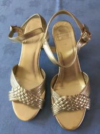 Lovely Ann Harvey Gold Sandals