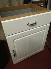 Kitchen base cabinet with door and drawer