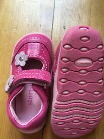 BNIB Start rite pink shoes with flower details-3E