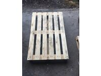 Selling wooden pallets good for loading