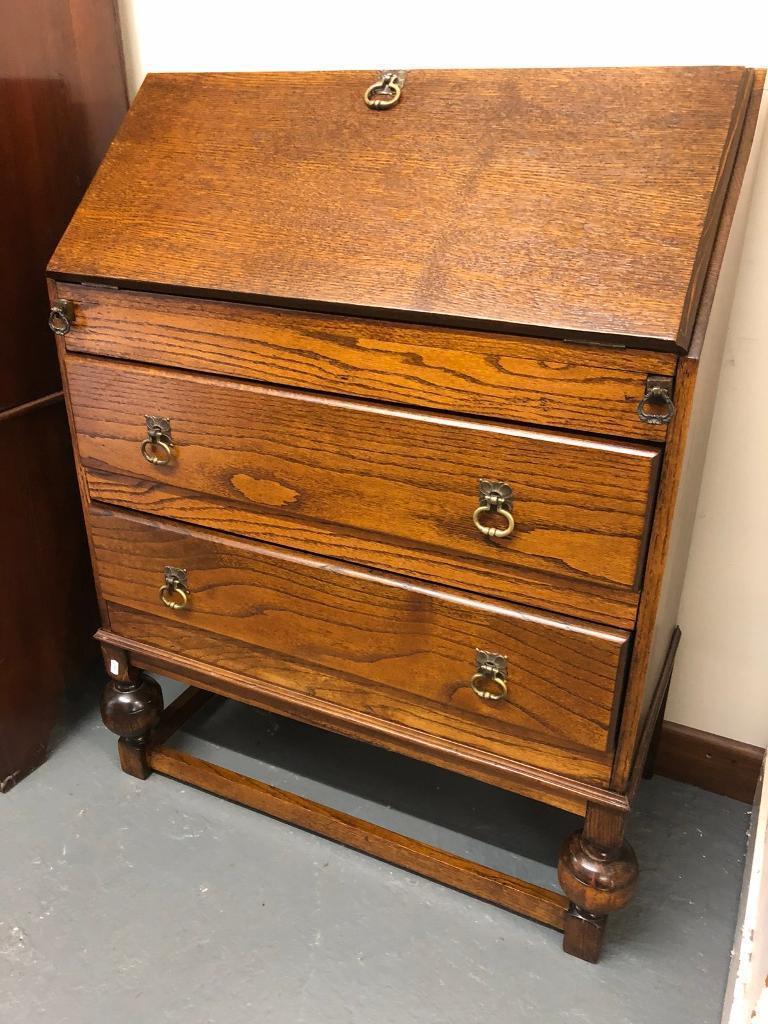 Fabulous oak writing bureau in pristine condition