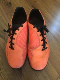 T90 Trainers - size 10