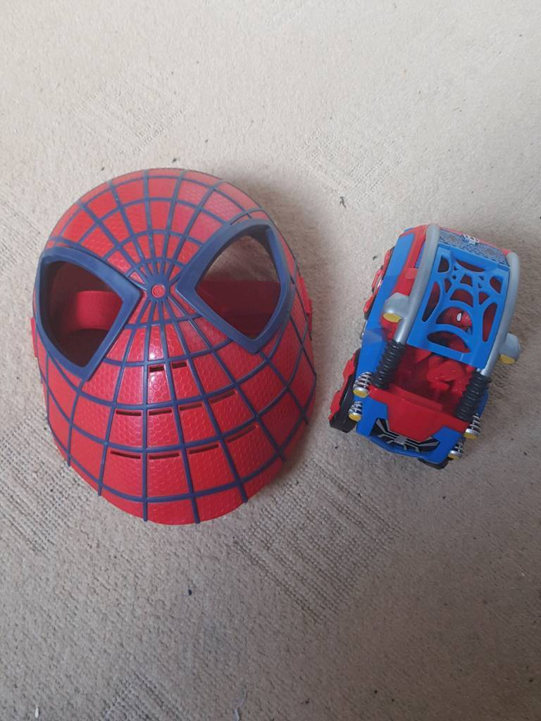 Spiderman hard mask and vehicle with mini figure
