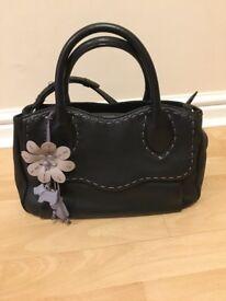 Ladies Genuine Radley Alcester Black Hand Bag Lilac Purple Flower Dog Tag - VGC