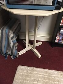 Very light grey table/stand