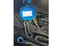 Block and tackle. Good condition. 3 metre lift.