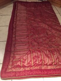Beautiful vintage quilt, very large, fine quality