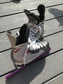 Kids Bauer ice skates size 4 good condition in Swindon