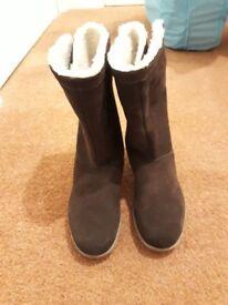 Crocs Ladies Suede Boots Size 3