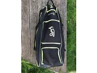 Young adult cricket gear £50