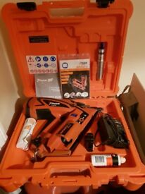 PASLODE IM 360CI NAIL GUN***BOXED**WITH BATTERY AND GAS