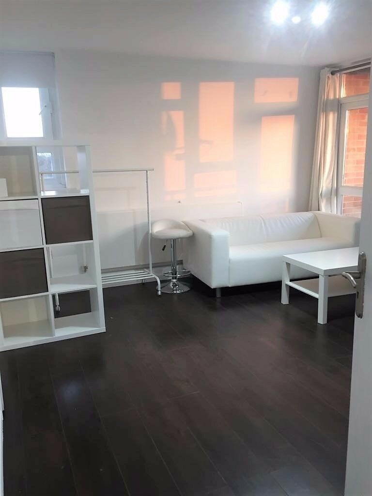 1 BED MODERN FLAT IN MANOR PARK. NEWLY