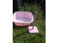 Retro pink bowl and kitchen roll holder