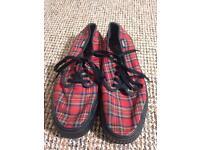 Vans Shoes - size 6