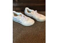 XTI Trainers Size 5 in White Chocolate As New