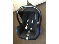 Maxi cosy car seat with new Bourne insert and oyster adaptor included , Perry new and solid