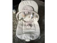 Baby bouncer cream- vibrates - music