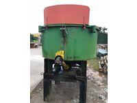 Tractor mounted concrete pan mixer