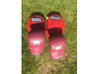 BBE Boxing gloves and Lonsdale hand pads