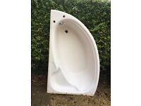 Corner bath white