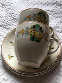VIntage traditional 1930's design small cups/saucers