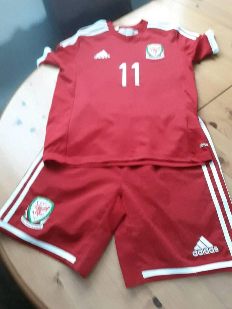 Wales football kit size XL boys