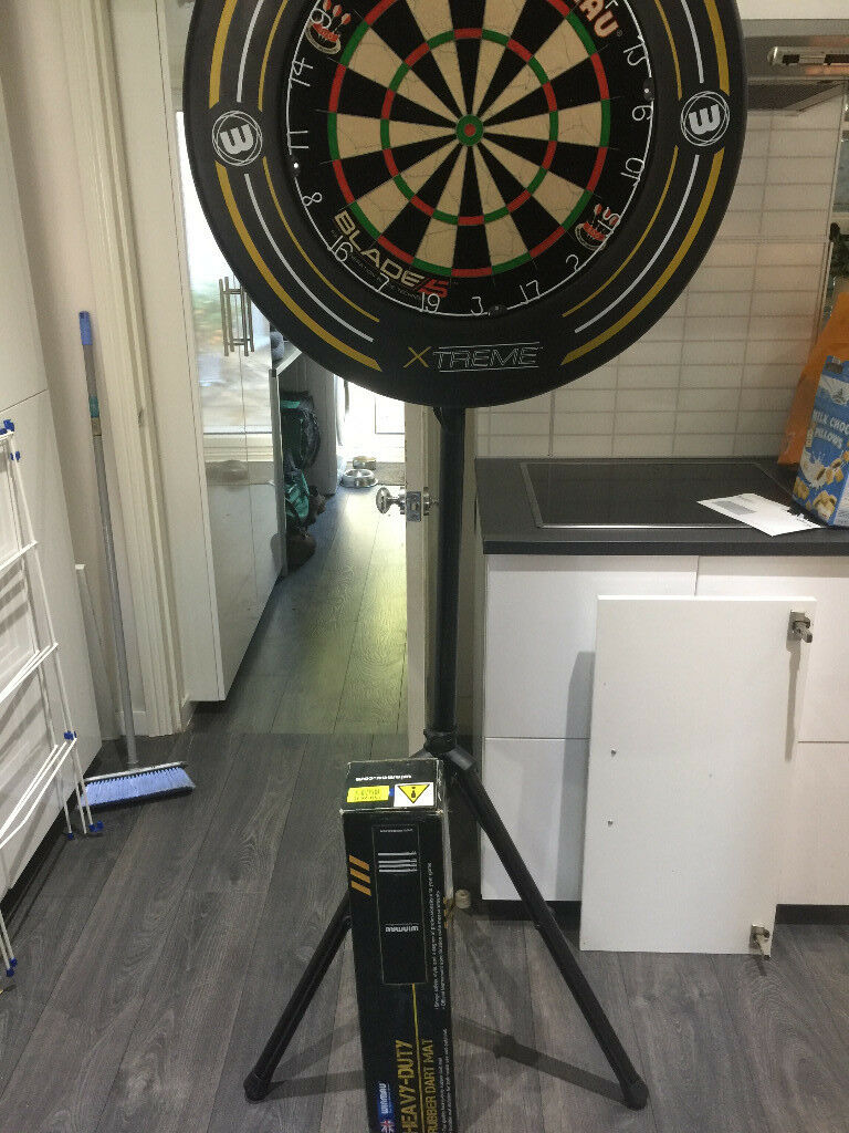 Complete Home Dart Practice Set Up Incl Board Surround