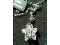 NEW FLOWER PENDANT, INLAID WITH CUBIC ZIRCONIA, ON EXTENDER CHAIN