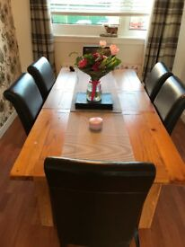 Solid reclaimed oak table inc 6 brown leather seats and 3 matching nesting tables