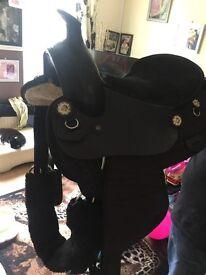 Horse saddle like new
