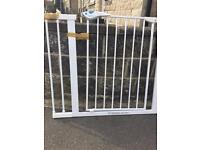 Lindam stair gate with extender