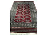 Persian Rug in very good condition. Lovely pattern