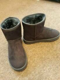 Faux fur grey boots size 4 brand new