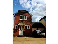 Lovely 2 bedroom detached house, with garage and driveway. Unfurnished.