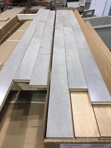 Liquidation Plancher bois franc gris seulement 2.75$/pc