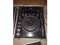 Pair of Pioneer CDJs 1000 MK3 + DJM 600 Pioneer mixer + pair of Pioneer flight cases £800