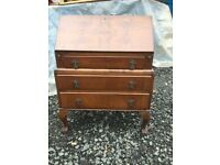 Ye olde vintage walnut gentlemans bureau in great vintage condition