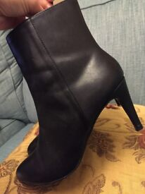 FRENCH ELEGANT LEATHER ANKLE BOOTS, LOVELY CONDITION