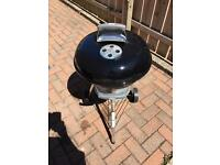 WEBER BARBECUE BBQ WITH EXTRAS