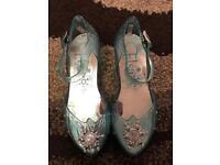 Size 9-10 Disney Elsa light up shoes