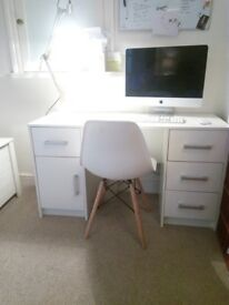 White modern desk - almost NEW! Collect Peterborough city centre. GREAT condition