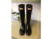 Genuine Hunter Wellies Size 7 Ladies Black Gloss. Only Worn A Few Times