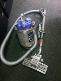 Dyson vacuum / hoover dc19