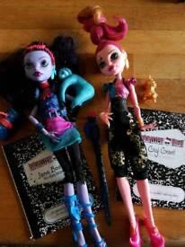 2 Monster high dolls.