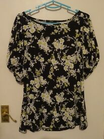 Ladies Flowery Top - Size 16