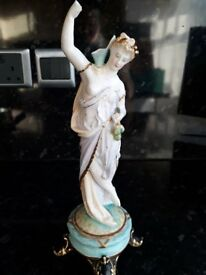 Victorian figure in porcelin damaged but very beatiful could be mended and look amazing only £10