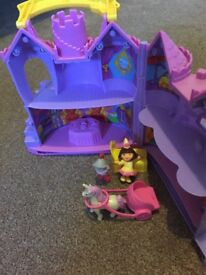 Dora the explorer castle