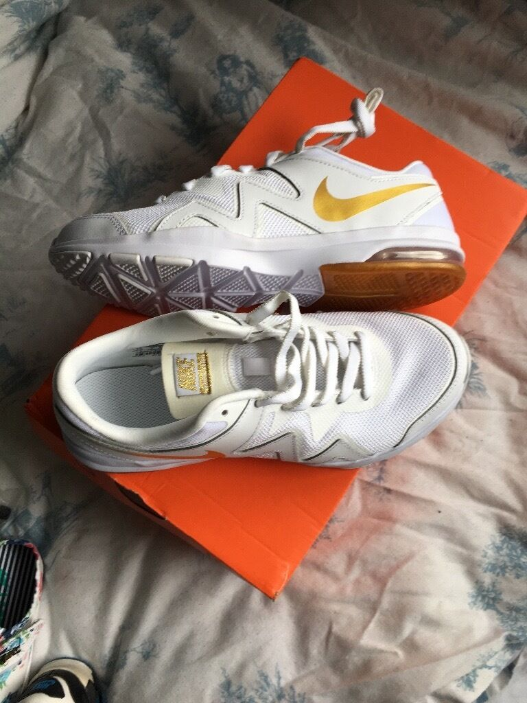 Brand new size 5 Nike running shoesin Shirley, West MidlandsGumtree - Brand new in box size 5 running shoes Nike with air bubble white with gold tick