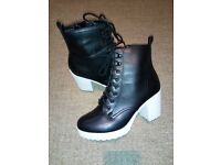 Leather black new heels, size40, uk7
